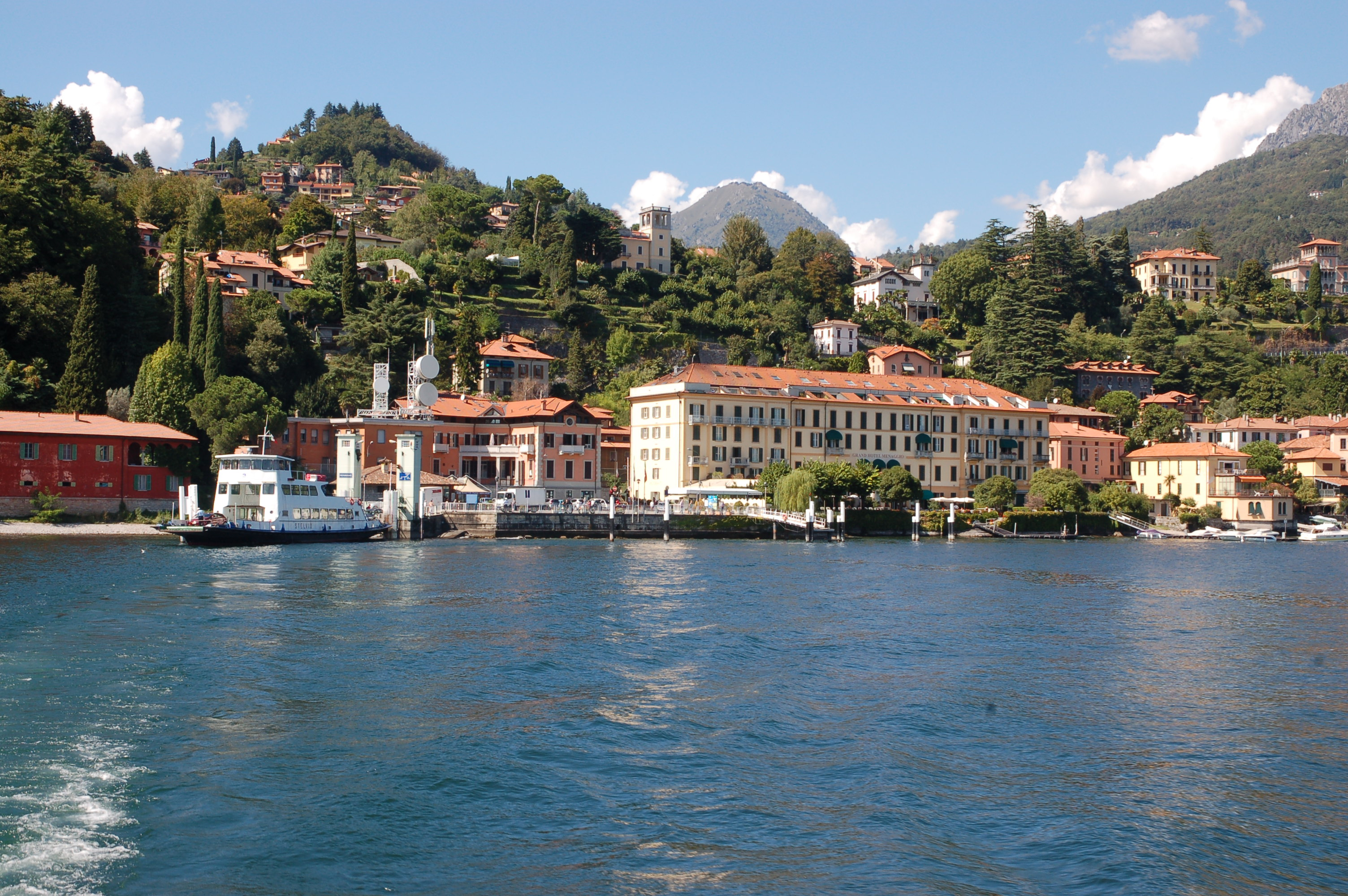 lake como travel guide book
